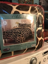 brown and white giraffe print bed sheet