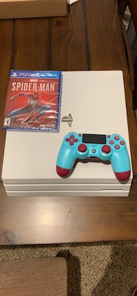 Glacier white PS4 pro with Spider-Man 28 km