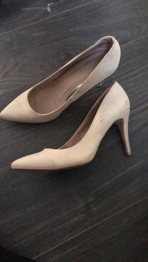 0d1950f4eba0 Used pair of white leather platform pumps for sale in Calgary - letgo