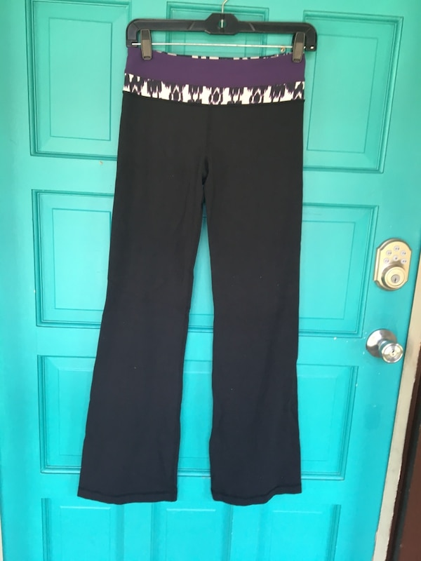 Lululemon yoga pants size 4