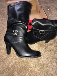 pair of black leather round-toe cone-heeled boots