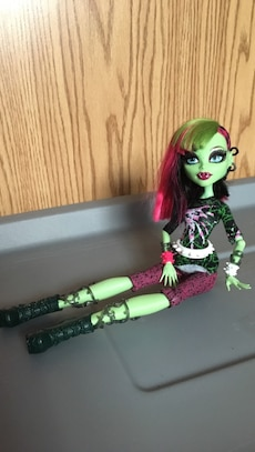 Monster high fashion Venus.
