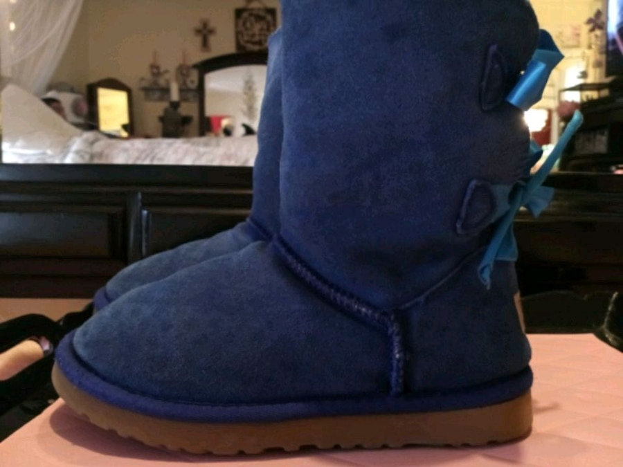 Photo UGGs Size 6