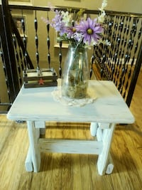 Distressed wood end table Clarksville, 37040