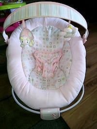 Gently used infant seat Still available Paris, 40361