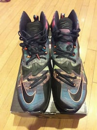 pair of black-and-gray Nike basketball shoes Los Angeles, 90018