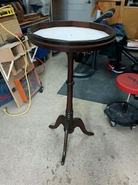 round brown wooden pedestal table Montreal, H1C 0B2