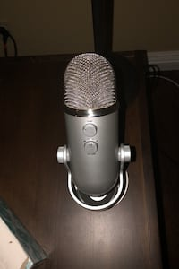 Yeti Mic w charging cable new