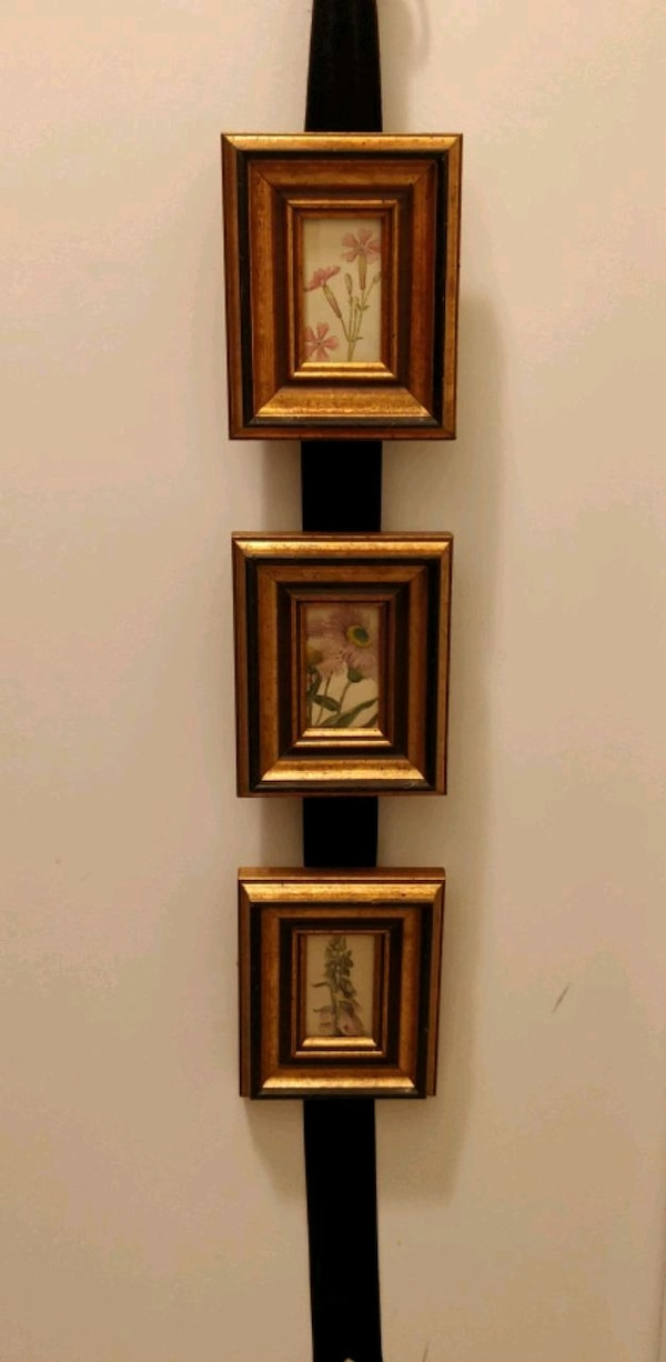 Set of 3 small floral pictures in gold wood frame 4b795f34-a1e1-4246-a794-186bd6593634