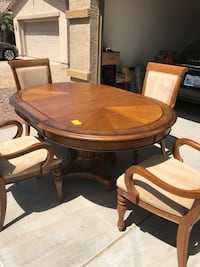 Round brown wooden table with four chairs Phoenix, 85042