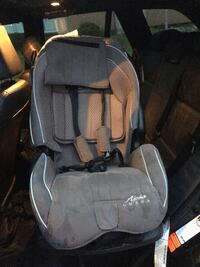 baby's gray and black car seat Montréal, H2S 1G9