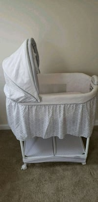 baby's white bassinet Indian Head, 20640