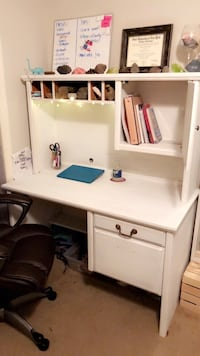 Large white wooden desk Wilmington, 28405