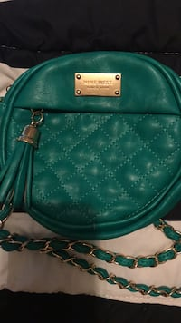 Nine West green cross over bag  Hamilton, L8R 3J4