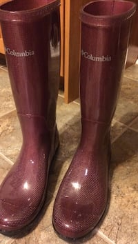 Pair of maroon columbia rain boots London, N5V 4N5