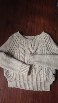 ROOTS cream wool sweater Vancouver, V6A 2W1