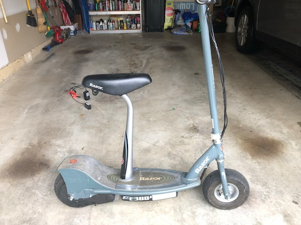 Big Razor E300 Electric Scooter with Removable Seat  Biggest Razor Scooter  you can buy, ready to ride