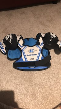Youth hockey shoulder pads