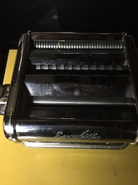 Vintage manual pasta roller, great item for making classic pasta