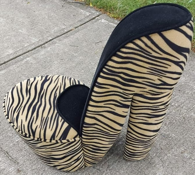2 ANIMAL-PRINT HIGH HEEL CHAIRS (Large and Small) 7b17efd4-792d-4a67-927a-673f0fb7d002
