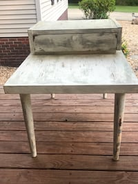 Antique end table chalk painted  Sylacauga, 35151