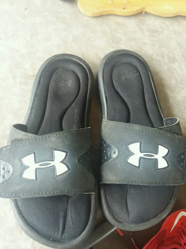 347b4d7e0b5e Used Size y2 Under Armour slides memory foam for sale in Hull - letgo