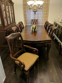 Dining table seats 7 with china cabinet Mississauga, L5V 2L7