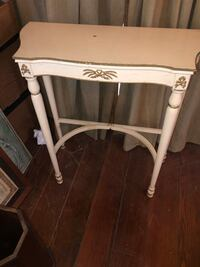 French country Vintage end table