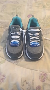 Brand new champion runners sz 10 women's  Nanaimo, V9X 1Y1