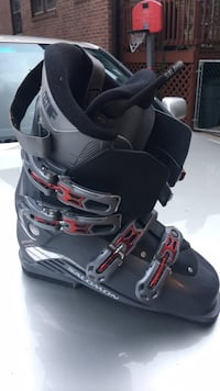 black-and-gray snowboard boots New York, 11374