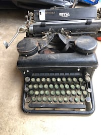 Antique typewriter  Herndon, 20170