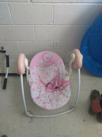 baby's pink and white swing chair El Paso, 79905