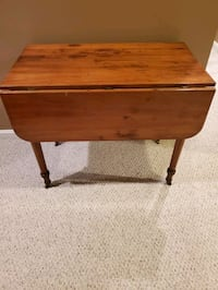 Antique drop leaf table 36 in long x 21 in wide x 29 in ht West Springfield, 22152