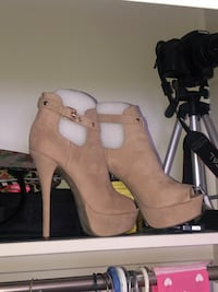 Size 8 nude high heels  [TL_HIDDEN]  might be able to deliver