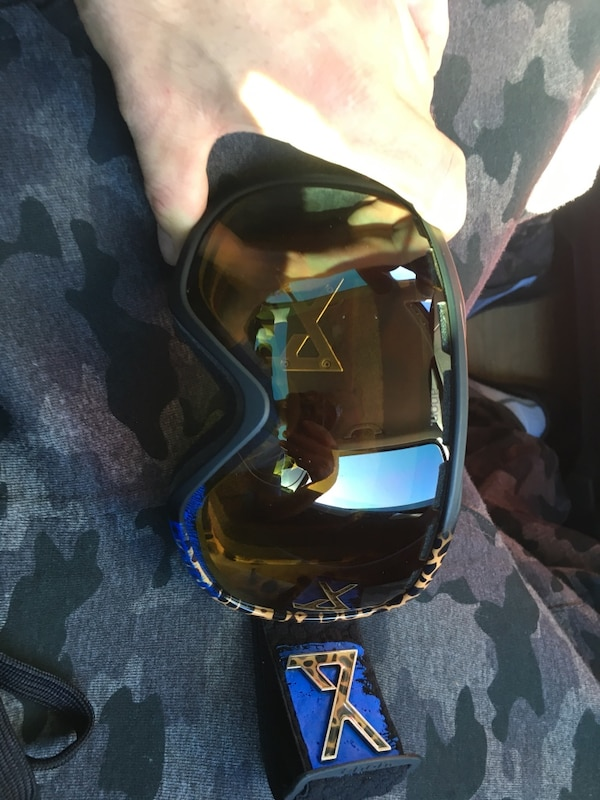 Brand new anon snow board goggles with yellow lenses