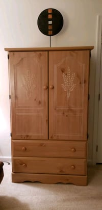 Chest / Armoire with two night stands. Chantilly, 20152