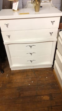 Mid Century Modern Chest of Drawers...