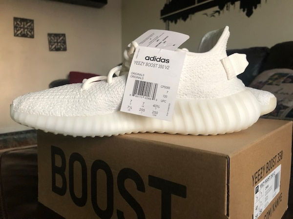 release date 93971 e06a7 (NEW)White adidas yeezy boost 350 v2 on box
