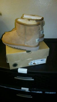 pair of brown UGG boots with box Charlotte, 28208