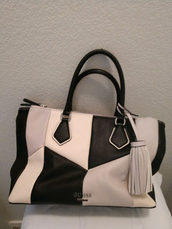91b588d5ad1 Used Guess handbag for sale in Phoenix - letgo
