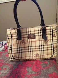white and black Burberry leather tote bag Niagara Falls, L2E 7E3