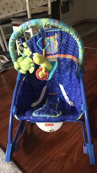 blå og grønn dyre-print Fisher-Price bouncer Sola, 4051