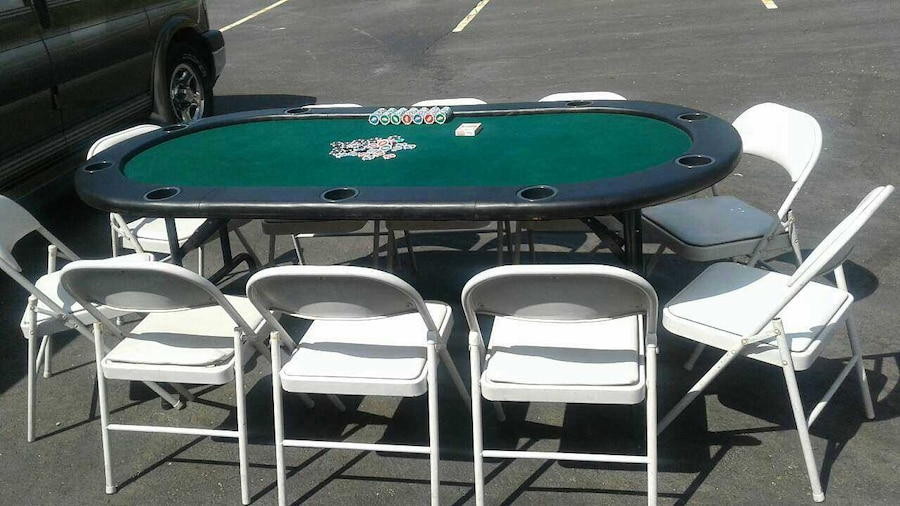 10 man poker table with chairs excellent condition in