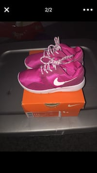 Lil girl shoes 11c like new  Stockton, 95205