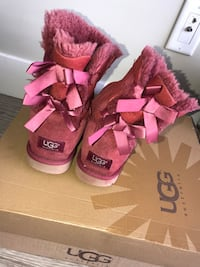Pair of ribbon red ugg bailey bow boots