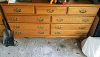 Solid oak dresser Richmond Hill, L4C 8Y3