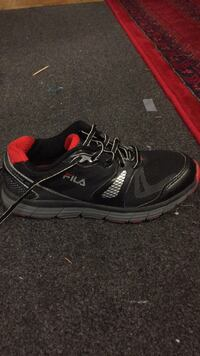 unpaired black and red Nike running shoe Toronto, M1J 2G8