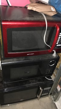 black and red Black & Decker toaster oven
