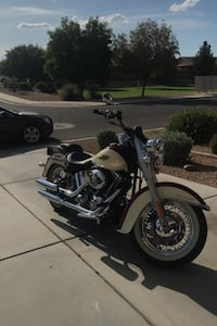 2007 Harley Davidson soft tail deluxe, 4000 miles Perfect condition. Queen Creek, 85142