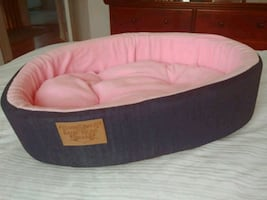 Small pet's bed. Beautifully cushioned.